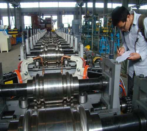 车厢板轧制线厂家-车厢板冷弯成型机厂家-在线焊接车厢板成型设备