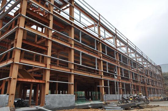 承接厂房钢结构、承重骨架、吊车梁、屋盖结构骨架等