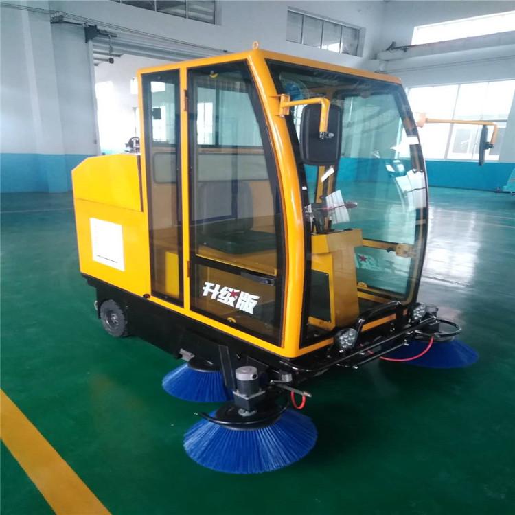 座驾式扫地机工厂用座驾式洒水扫地车
