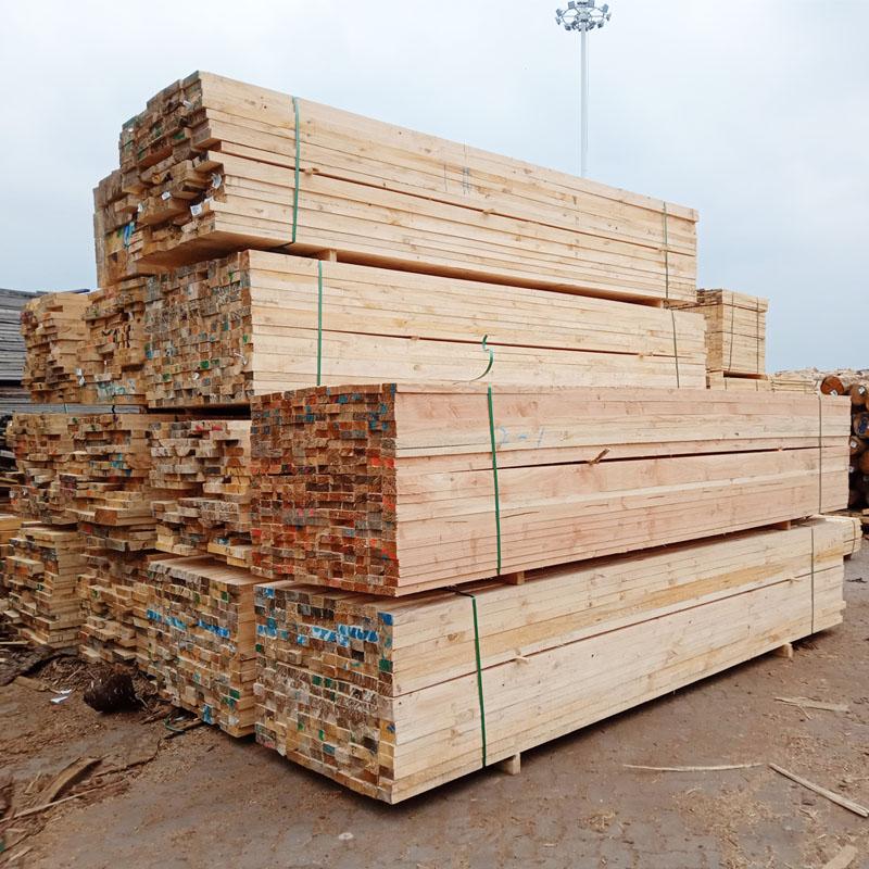 沪兴木业辐射松木方松木新西兰松工地辐射松建筑木方