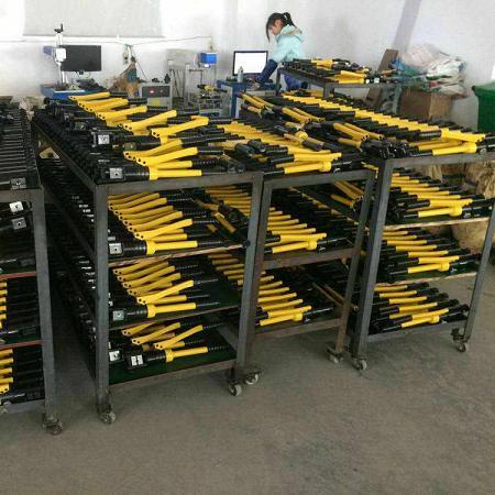 廠家直銷產品240kn手動液壓機江蘇承裝修試