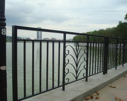 蘭州鐵藝圍欄和甘肅pvc草坪圍欄