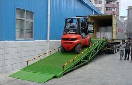 湖北荆州港口码头移动式登车桥液压移动装卸车叉车上车台