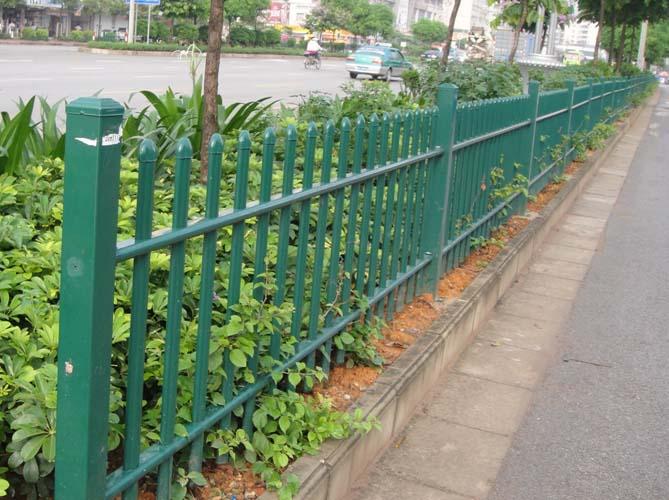 草坪锌钢护栏广州绿化pvc护栏别墅塑钢栅栏定制