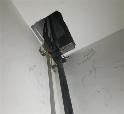 高壓電纜抱箍生產公司 單孔電纜固定夾價格
