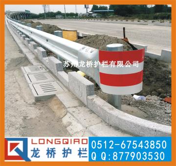 東營高速公路防撞護欄 東營公路波形梁鋼護欄 龍橋護欄生產
