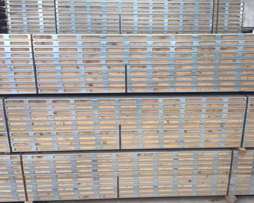 使用普通木方与钢木龙骨分析
