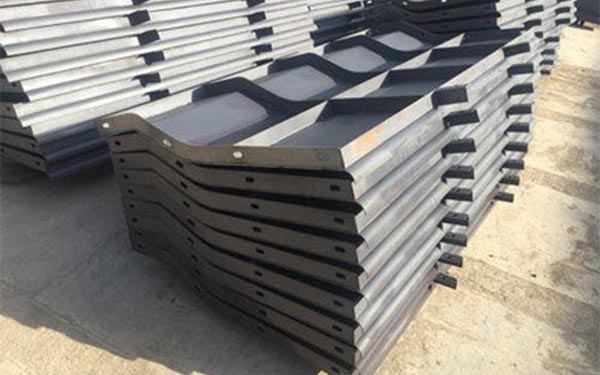 濟南2021款防撞護欄模板-高速防撞護欄鋼模板廠家