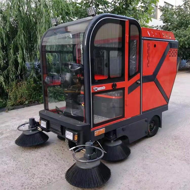 供應物業小型多功能電動掃地車 攪拌站掃地機駕駛式掃路車