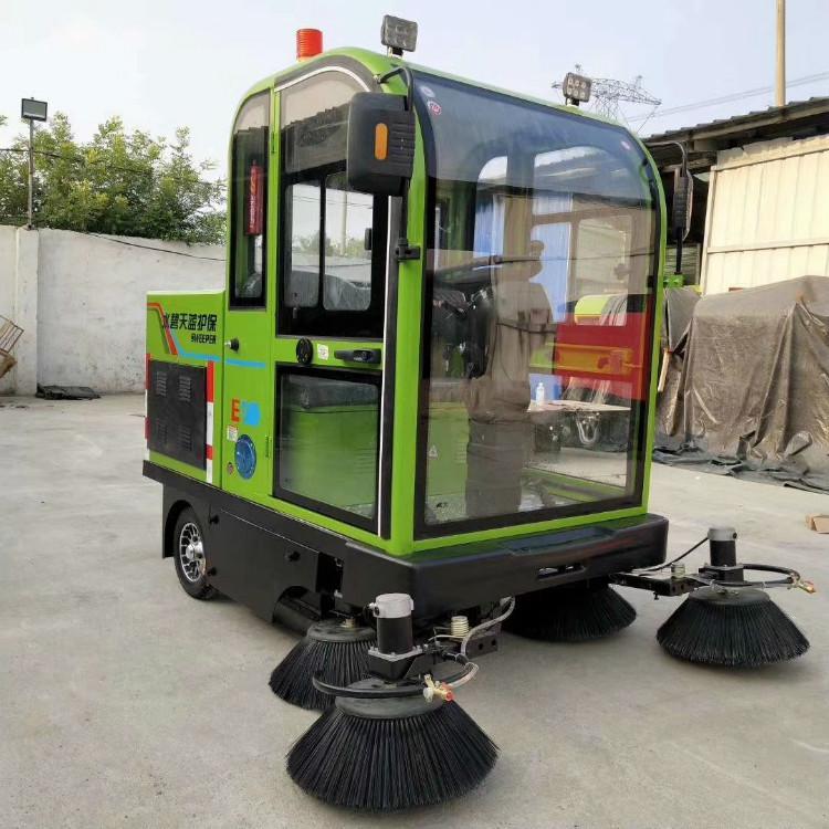環衛道路掃地車圖片 環衛全封閉駕駛式吸塵掃地車
